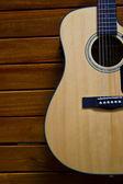 Akustická kytara na dřevo — Stock fotografie