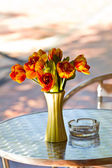 Close up elegance flower bouquet on table — Stockfoto