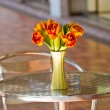Close up elegance flower bouquet on  table — Stock Photo