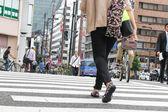 Tokyo, Japonsko červen 2: neznámí chodci v shibuya crossin — Stock fotografie