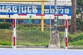 Bianco netto calcio, erba verde, obiettivo futsal — Foto Stock