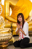 Beautiful young girl and big buddha — Stock Photo