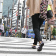 TOKYO, JAPAN-JUNE 2: Unidentified pedestrians at Shibuya crossin — Stock Photo