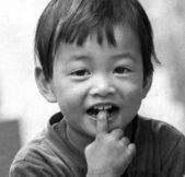 Cute dziewczynka uśmiechając się z bliska parku — Zdjęcie stockowe