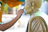 Sculpture Tool. artisan creates the head of a Buddhist monk — Foto Stock