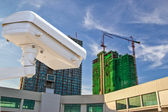 Câmera de segurança detecta o movimento do tráfego. telhado de arranha-céu — Fotografia Stock
