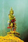 Giant sculpture standing in mountain, Thailan — Foto de Stock