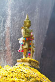Giant sculpture standing in mountain, Thailan — Foto Stock