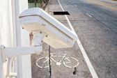Überwachungskamera erkennt die Bewegung des Verkehrs. Hochhaus-Dach — Stockfoto