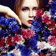 Beauty woman with bunch flowers. Professional Makeup and hairstyle — Foto de Stock
