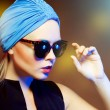 Fashion woman in sunglasses, studio shot. Professional makeup an — Stock Photo