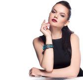 Modello in posa in esclusiva gioielli — Foto Stock