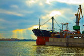 Cargo ship in the port — Stock Photo