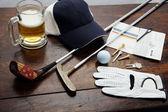 木製のテーブル ゴルフ用品 — ストック写真