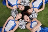 Porristas asiáticas aisladas sobre hierba — Foto de Stock