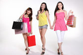Pretty asian women go shopping — Stock Photo