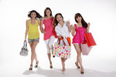 Jolie asiatiques femmes aller faire du shopping — Photo