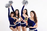 亚洲啦啦队与奖杯合影 — 图库照片