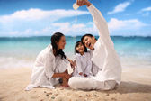 Família com praia — Foto Stock