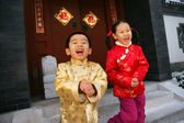 Two children(5-9 years) standing in front of chinese traditional — Stock Photo