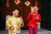 Two children(5-34 years) standing in front of chinese traditiona — Stock Photo