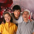 Family in stadium and cheering — Stockfoto