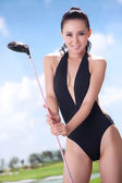 Sexy woman holding golf clubs — 图库照片