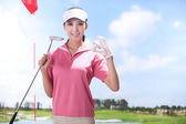 Young woman holding golf ball — Stockfoto