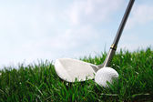 Golf club teeing up to hit ball — Stock Photo