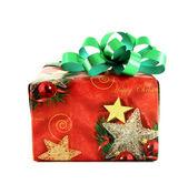 Caixa de presente de Natal com arco verde isolado no fundo branco — Fotografia Stock