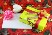 Gift box and gift card on cristmas paper background — Stock Photo