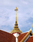 Tiered on temple roof with blue sky background — Stock Photo