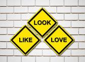 見てのような愛サインオンのレンガ壁の背景 — ストック写真