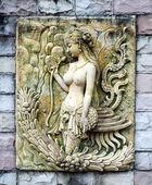 砂岩雕刻的女人 — 图库照片