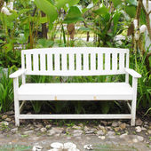 White bench made of wood — Stock Photo