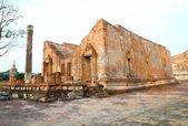Förstörda gamla templet bygga från tegel på thailand — Stockfoto