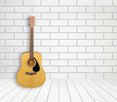 Guitar in empty room background — Stock Photo