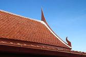 Styl tajski drewniane dach tekstury z nieba — Zdjęcie stockowe