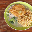 Crispy fried noodles with omelet — Photo