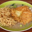 Crispy fried noodles with omelet — Stok fotoğraf