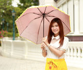 Thai girl dressing and umbrella with traditional style — Stock fotografie