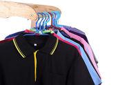 Polo gömlek asılı — Stok fotoğraf