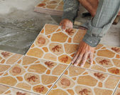 Tiler install ceramic tiles — Stock Photo