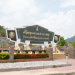 River and mountain backside of Khundanprakanchon dam, Nakhon Nay — Stock Photo #48589903