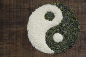 A yin yang made from seeds — Stock Photo