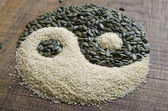 The yin yang created out of pumpkin and sesame seeds — Stock Photo