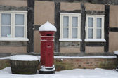 Red Post Box in Snow — Stockfoto