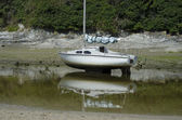Small Yacht Above Tide — Stock Photo