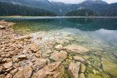 Krajina s jezerem v horách — Stock fotografie