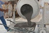 Worker uses a concrete of a concrete mixer — Stock Photo